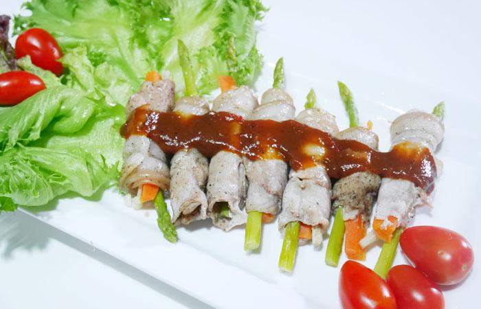 อาหารเพื่อสุขภาพ หมูม้วนโรลผักเห็ดเข็มทอง Healthy Menu S-pure